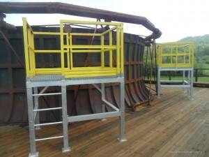 Costruzione e montaggio in opera ballatoi in alluminio con corrimano in resina isoftalica per accesso prese di campionamento su torri refrigeranti